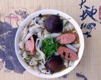 每日一素:操作简单的美味素食--香菇素腊肠米粉